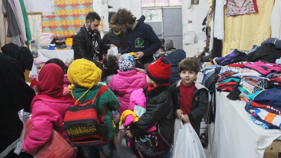 HHC | Schule in Syrien. In den Schulen werden auch regelmäßig Kleiderausgaben veranstaltet.